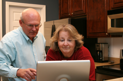 Senior_Couple_at_Computer